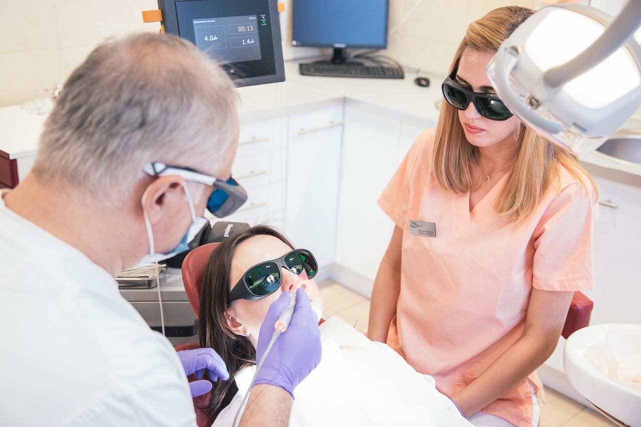 wybielanie zębów laserem diodowym